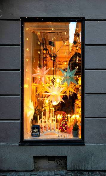 Escaparate de una tienda de decoración navideña