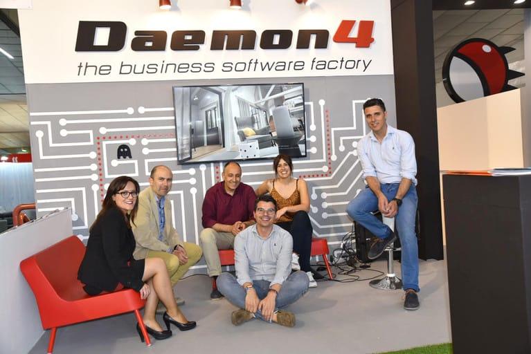 equipo Daemon4 en feria mueble Yecla