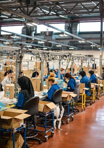 Línea de producción en fábrica